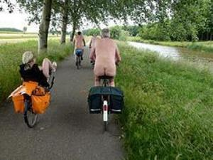 Naked_bike_ride